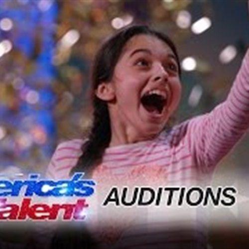 طفلة تحصل على «الباز الذهبي» بصوتها الخارق في برنامج مواهب