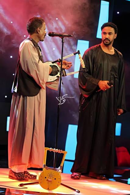 أحمد الصادق يغني مع النصري