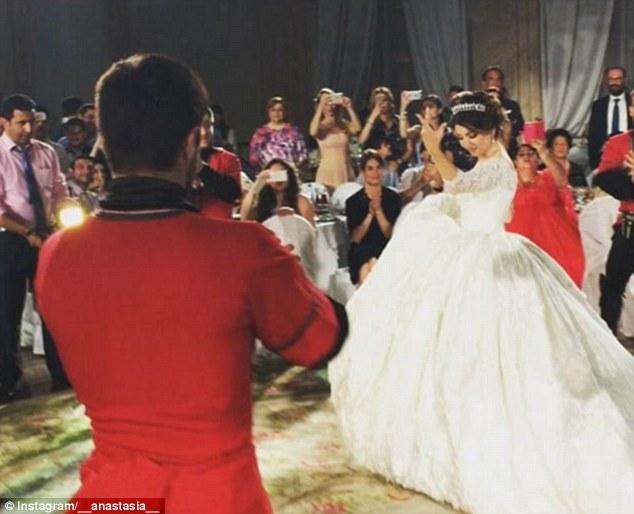 حفل زفاف أسطورى لمصممة أزياء روسية بموسكو