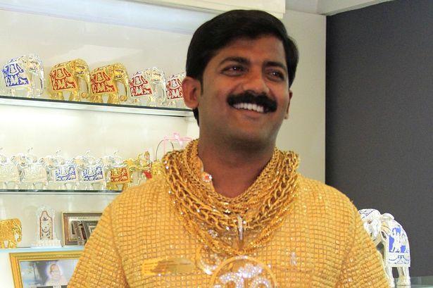 مقتل صاحب أغلى قميص في العالم المصنوع من الذهب