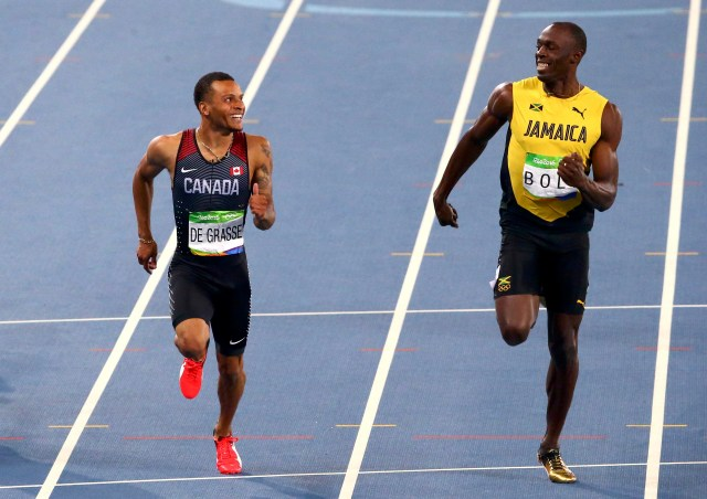 2016 Rio Olympics - Athletics - Semifinal - Men's 200m Semifinals - Olympic Stadium - Rio de Janeiro, Brazil - 17/08/2016. Usain Bolt (JAM) of Jamaica and Andre De Grasse (CAN) of Canada cross the finish line    REUTERS/David Gray  FOR EDITORIAL USE ONLY. NOT FOR SALE FOR MARKETING OR ADVERTISING CAMPAIGNS.