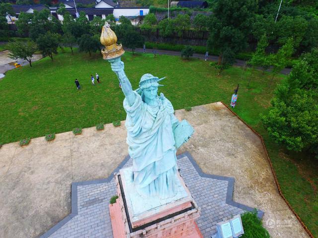 الصين تضع الأهرامات وأبوالهول في حديقة تجمع أشهر المعالم الدولية3