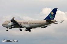 """تأخر إقلاع طائرة الخطوط السعودية لأكثر من ساعة بعد أن قالت مضيفة لراكب """"يا حبيبي"""" !!"""