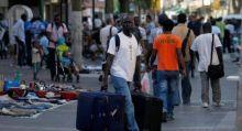 مهاجرون سودانيون يغادرون مركز احتجاز اسرائيليا في مسيرة احتجاج