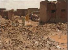 هدمت السيول منزلهم وهم الآن في العراء يستغيثون (بالخيرين)