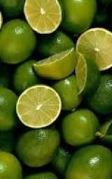 الليمون طارد للسموم ويقوى جدار الأوعية الدموية
