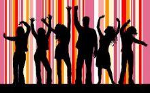 معتصم السر : سودانيات في أحضان شباب يرقصون ويتمايلون على أنغام موسيقى غربية