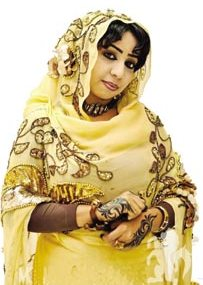 الفنانة نسرين هندي: أنا بت وسط أولاد.. لعبت الكورة وبشجع الهلال