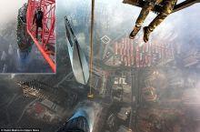 """بالفيديو و الصور.. مغامران تسلقا """"برج شنغهاي"""" أعلى مبنى بالصين"""