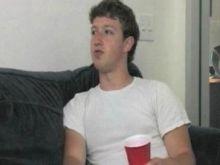 مارك زوكربيرج(مؤسس الفيسبوك):  لقد كنت مرتبك جداً ومحبط من التقارير المتكررة من سلوك حكومة الولايات المتحدة