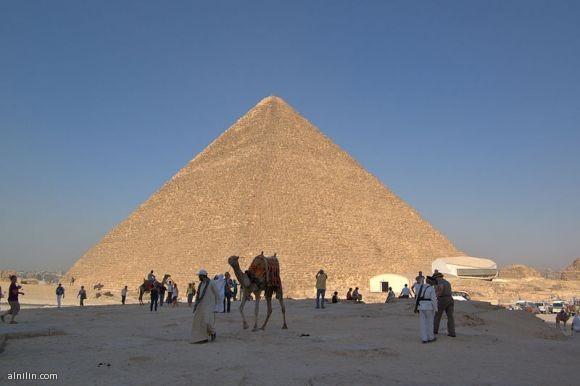 هرم الجيزة الأكبر - العجيبة الوحيدة الباقية من عجائب الدنيا السبع