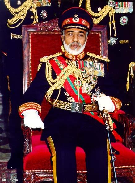 السلطان قابوس بن سعيد - سلطان عمان على الكرسي