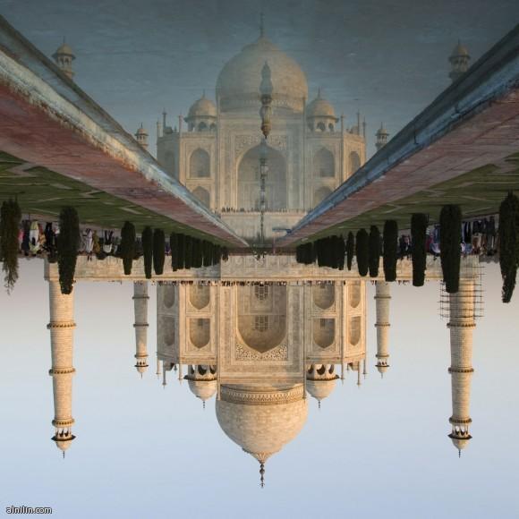 تاج محل - الهند من عجائب هذا المبني كل جزء من نقش أو قبة أو مئذنة على اليمين يوجد لها نظيرها التام على اليسار والضريح ينعكس كليا على جدول الماء الأمامي