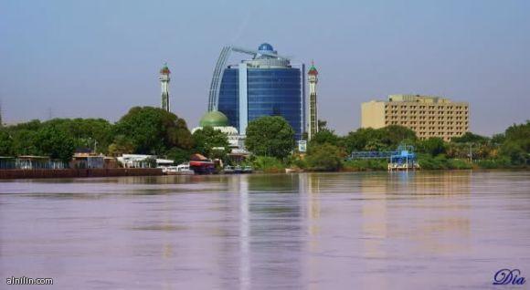 فندق هيلتون مسجد الشهيد وفي الخلفية مبني شركة بترودار  الخرطوم السودان