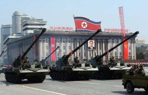 كوريا الشمالية توجه منصة أو منصتين لإطلاق الصواريخ نحو السماء