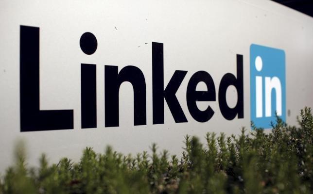 Microsoft agrees to buy LinkedIn for $262bn Al-Rasub