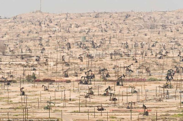 Campo de petróleo na Califórnia, Estados Unidos