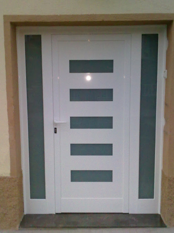 Fabricaci n de puertas de aluminio portes d 39 alumini for Puertas modernas de entrada principal metalicas