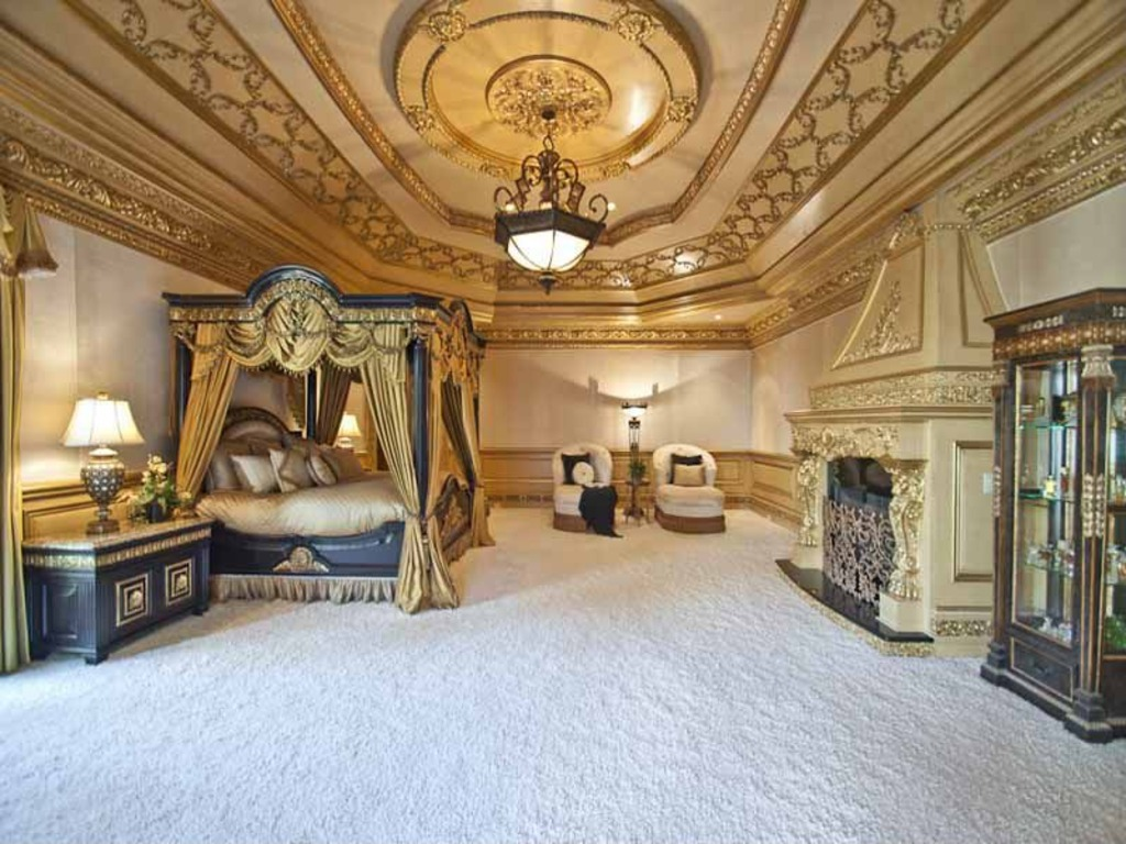 biggest house in the world inside biggest bed in the world - Biggest House In The World Inside