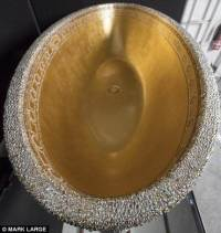 This Extravagant Gold Crystal Bathtub is encrusted with ...