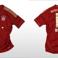 Calcio, Germania: Bayern Monaco con la nuova maglia 2011/12 in rosso e oro