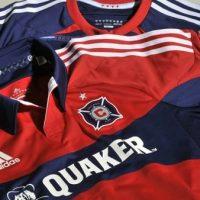 Calcio, Usa: nuove maglie dei Chicago Fire. Stop ai colori dei pompieri, ma c'è bandiera della città