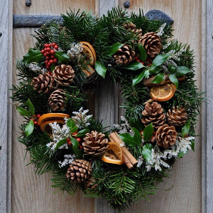 22 Christmas Wreath Ideas for Your Home - The LuxPad - christmas wreath decorations