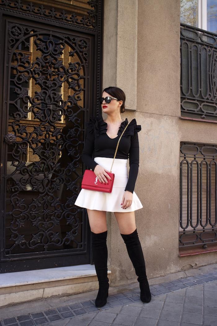 camiseta volantes hombro Zara zara blanca bolso yves saint laurent paula fraile chanel sunnies amaras la moda