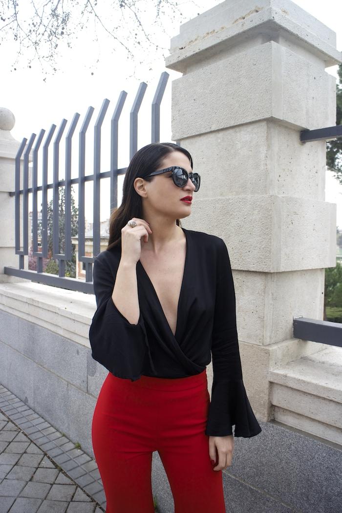 pantalón volantes rojo zara camisa volantes chaqueta volantes Zara stilettos uterque gafas chanel optica roma amaras la moda paula fraile velasco.5