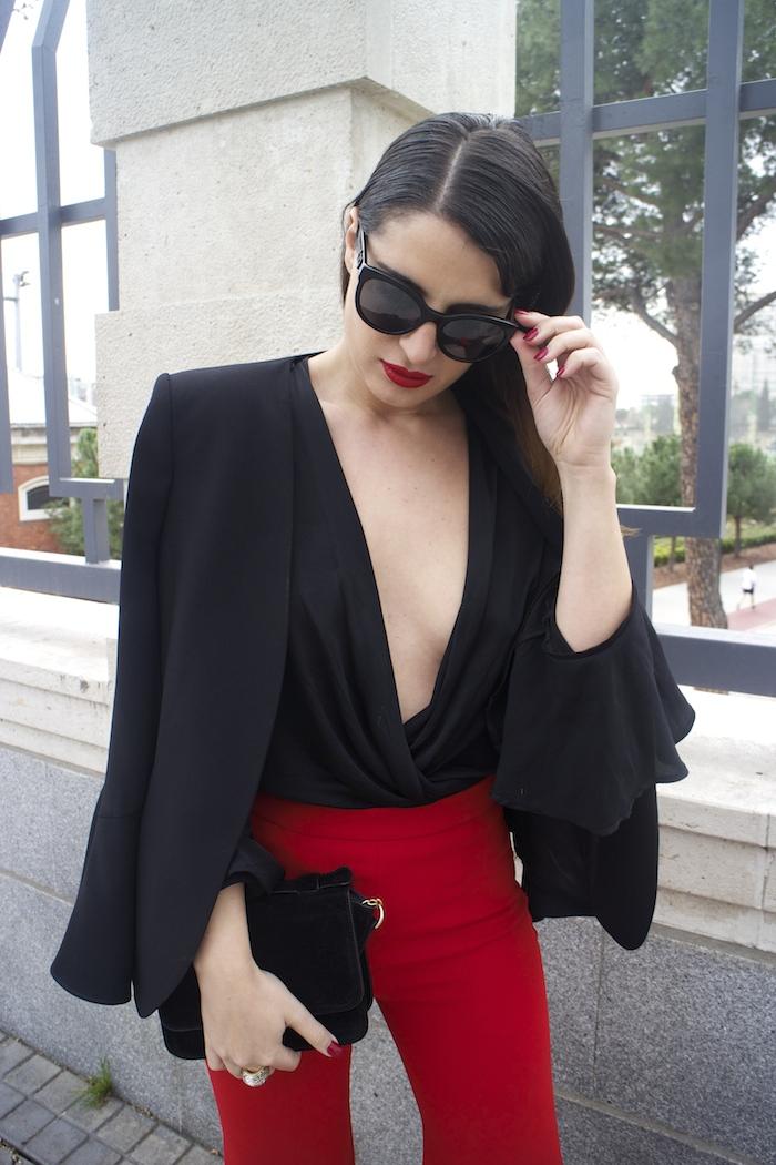 pantalón volantes rojo zara camisa volantes chaqueta volantes Zara stilettos uterque gafas chanel optica roma amaras la moda paula fraile velasco.7