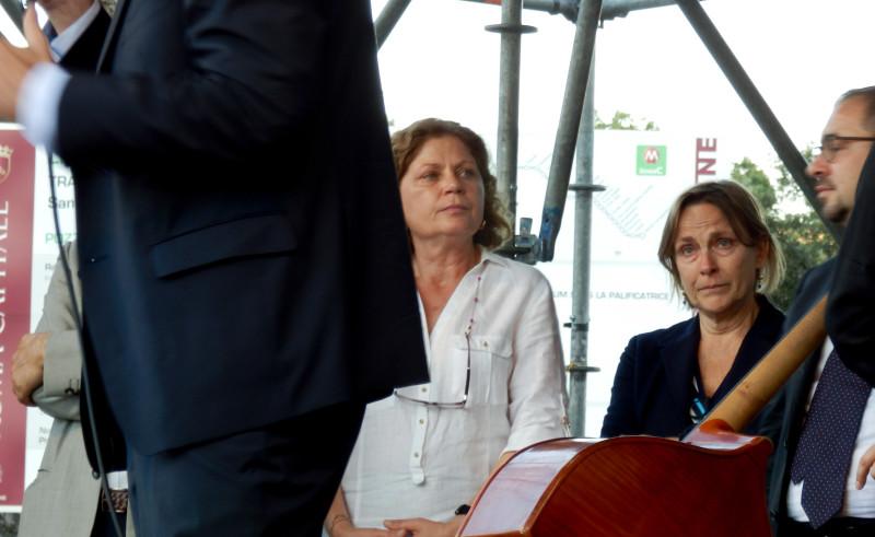 """Fratoianni: """"da oggi comincia una nuova storia per Sel"""". La deputata Marisa Nicchi ascolta con il giusto entusiasmo."""