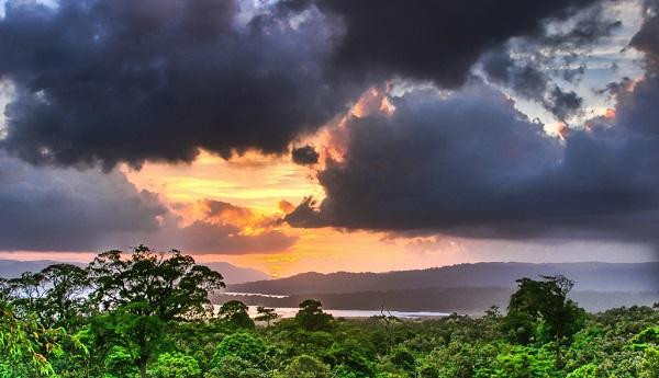 Il Costa Rica fu scoperto nel 1502 da Colombo che si era perso dentro Triggiano cercando Bari Blu . Nonostante la bellezza di quella terra, la moglie non glielo perdonò mai.