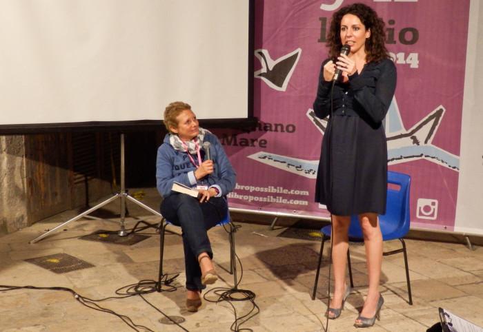 Silvia Avallone spiega al pubblico la decisione di negare lo spettacolare décolleté che l'ha resa famosa in tutta Italia.