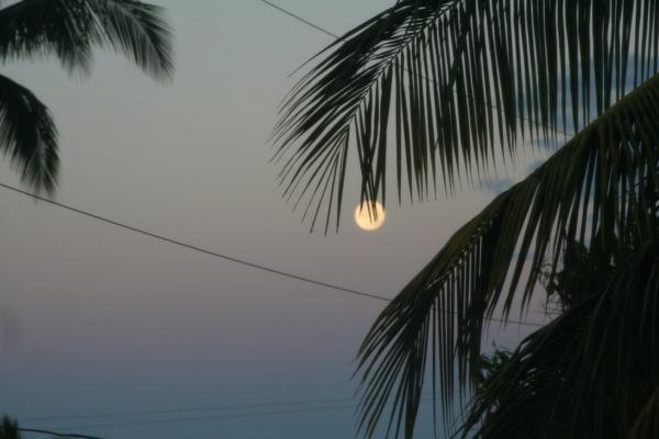 Super Moon Moonset Maui 2012