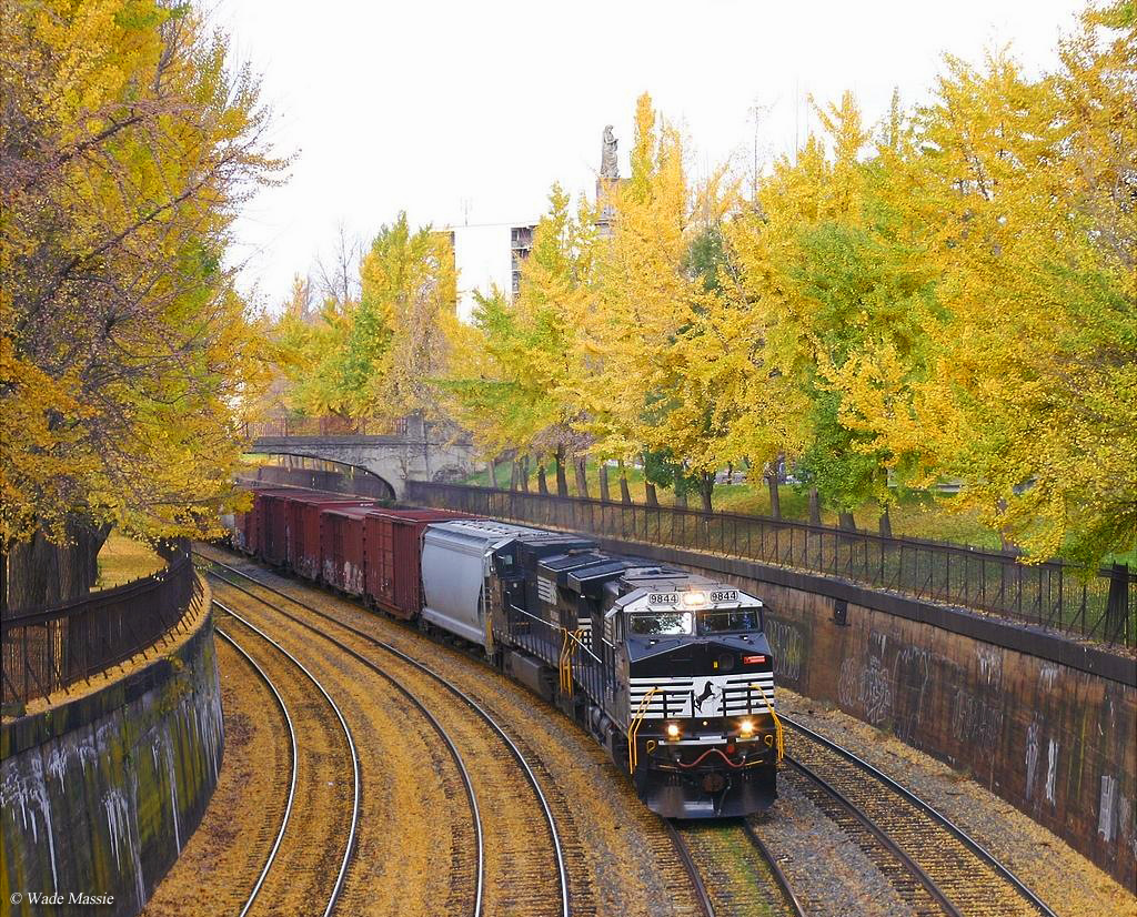 New England Fall Themed Wallpaper Halloween Train Rides