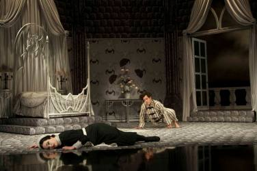 "Melissa Pritchett and Jeremy Webb in ""Dracula"" at Alley Theatre. (Photo by Mike McCormick)"