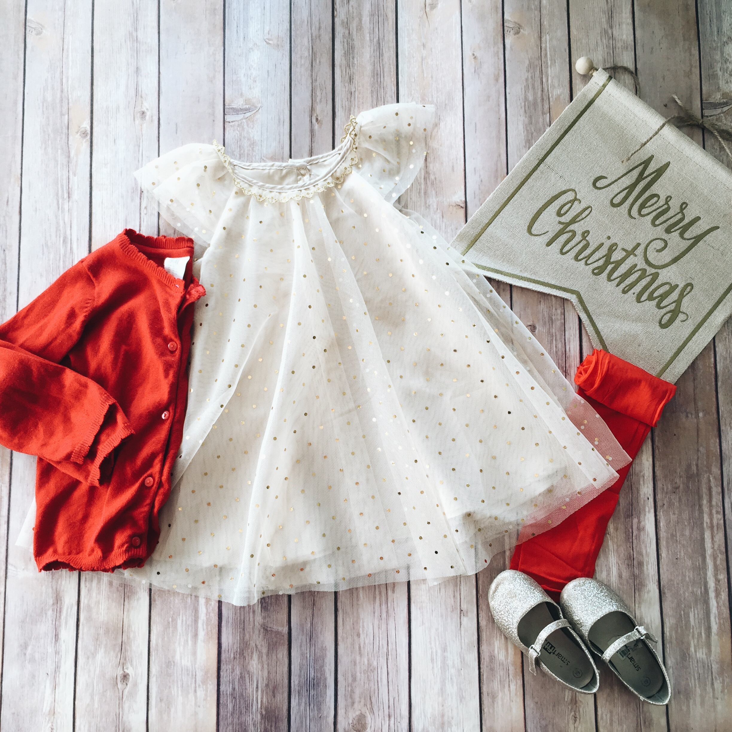 toddler girl christmas style inspiration // www.amonkeyandhismama.com