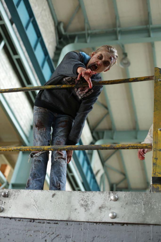ampisound-intense-zombie-pov-last-empire-behind-the-scenes33