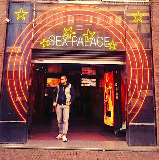Are there stripclubs in the Red Light District