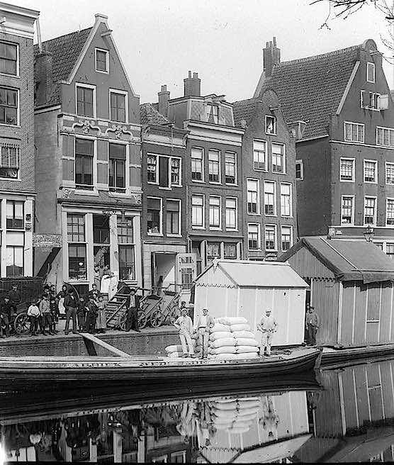 Amsterdam Oudezijds Voorburgwal 1895.