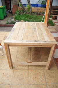 Ana White | Farmhouse Table (wooden pallets) - DIY Projects