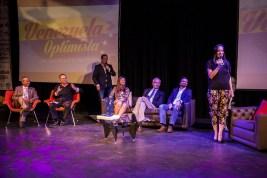 Parte de los panelistas, emprendedores que aman y trabajan por el país