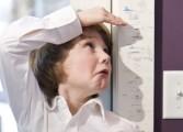Los niños con baja estatura deben ser evaluados por un pediatra
