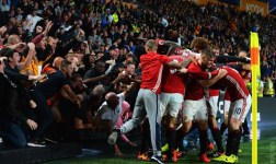 Manchester United consigue tercer triunfo in extremis