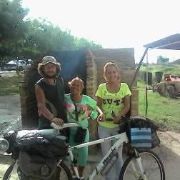"""""""Con esta foto me despido junto a estas amigas #Venezolanas que fueron la excelencia de la alegría, del buen compartir, del cuidado y de las buena dádivas. Pues me brindaron todo lo que tenían a su alcance, mas allá de sus propios recursos"""""""