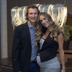 Streignard y su esposo, el empresario Donato Calandriello, recibiendo el 2017