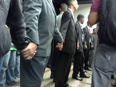Trabajadores de la Fiscalía forman cadena en la entrada del Ministerio Público / Foto: Mariana Souquett