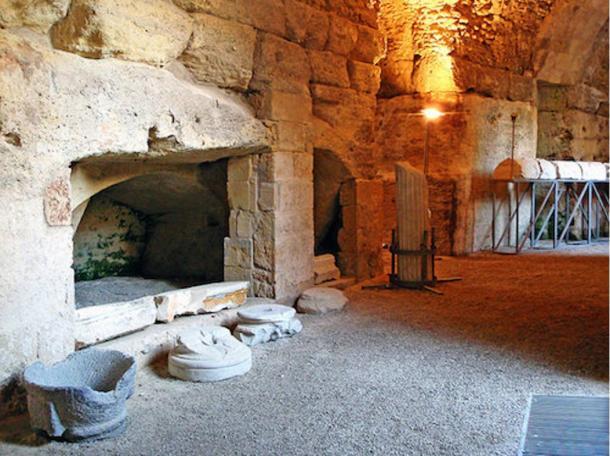 Un anfiteatro romano a Lecce, Italia.  Queste rovine sono tipici dei reperti sotterranei scoperti da Luciano Faggiano.