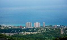 Вид на восточную часть острова с высоты обзорной башни Yohaku Tower в лесу El Yunque.