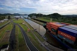 Сборы за проход по каналу официально взимаются Администрацией Панамского канала (Panama Canal Authority), и зависят от типа судна, его размера и вида груза.